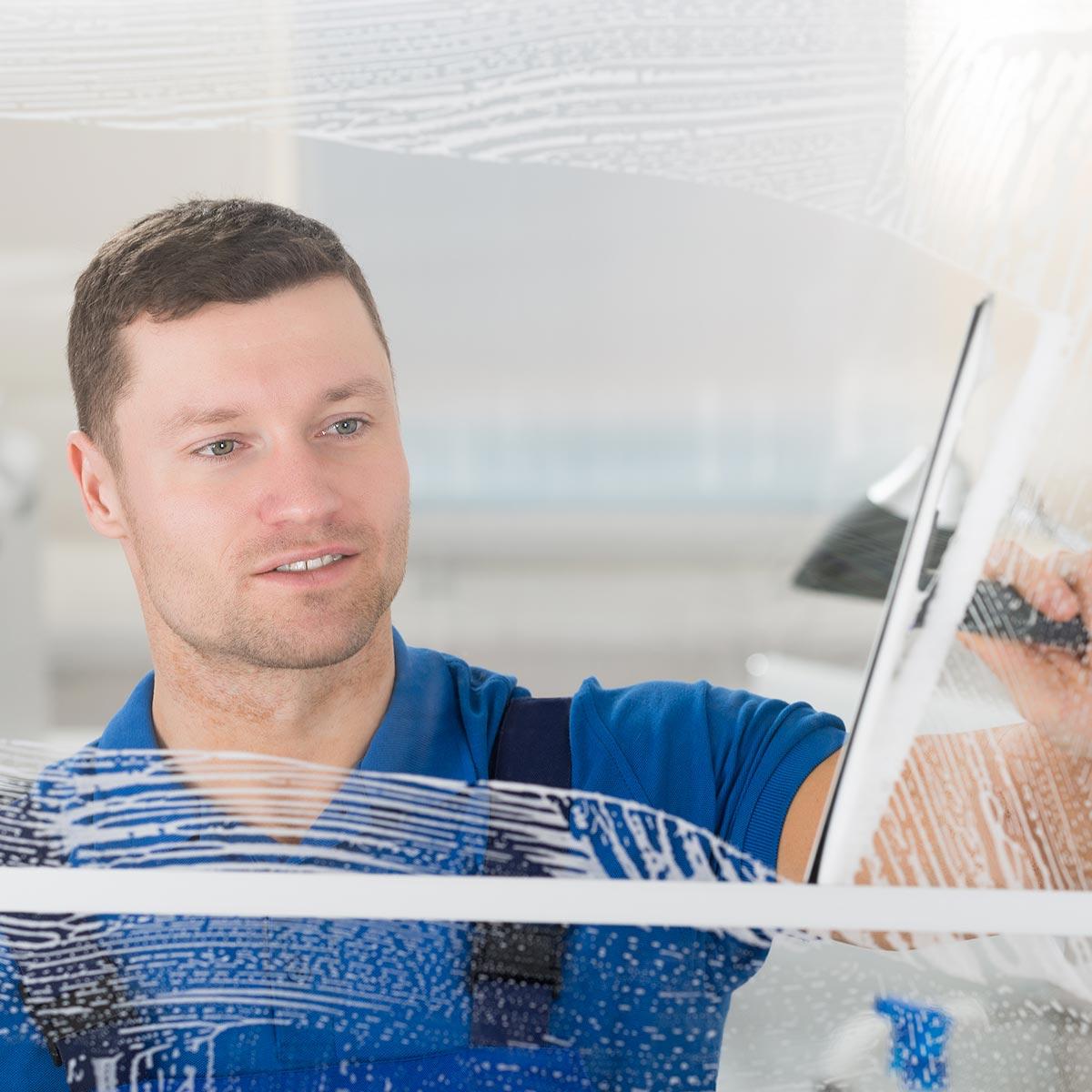 Fensterreinigung und Glasreinigung durch den zuverlässigen Fensterputzer Wismar.